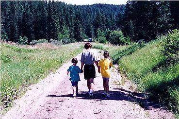 Rhonda & Kids MiKkelson Trail-1.jpg
