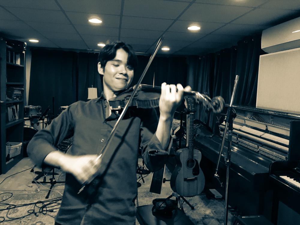 Jonathan Miron on the violin!