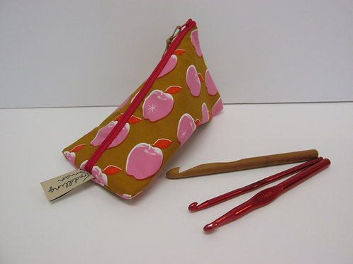 Small storage pouch 2566