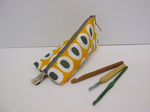 Small storage pouch 2569