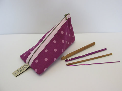 Small storage pouch 2390