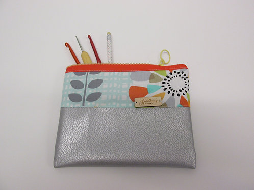 Small storage pouch 2560