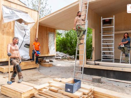 Baustellen News BW68 mit hübschen Bauarbeiter von der  Holzbaufirma Rast&Ruh GmbH