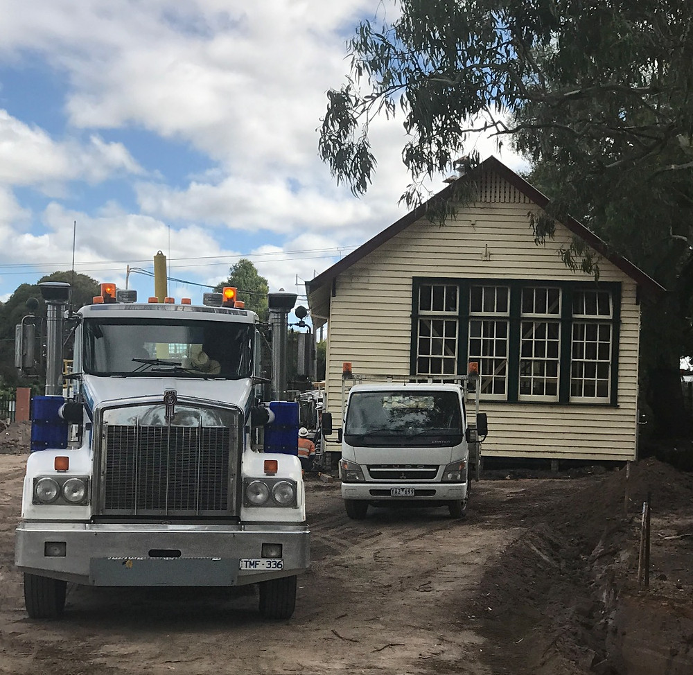 Hampton Park Old School House on the move