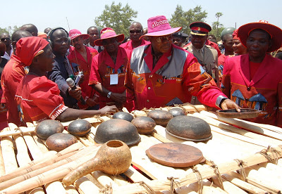 Late Bingu Admires Traditional Crafts
