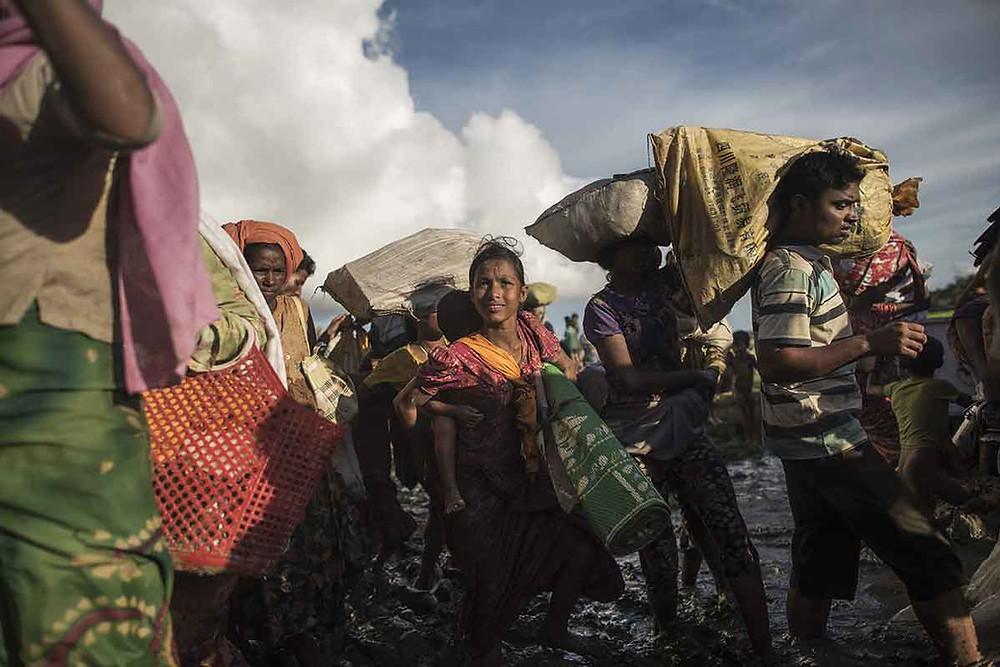 Rohingya refugees flee