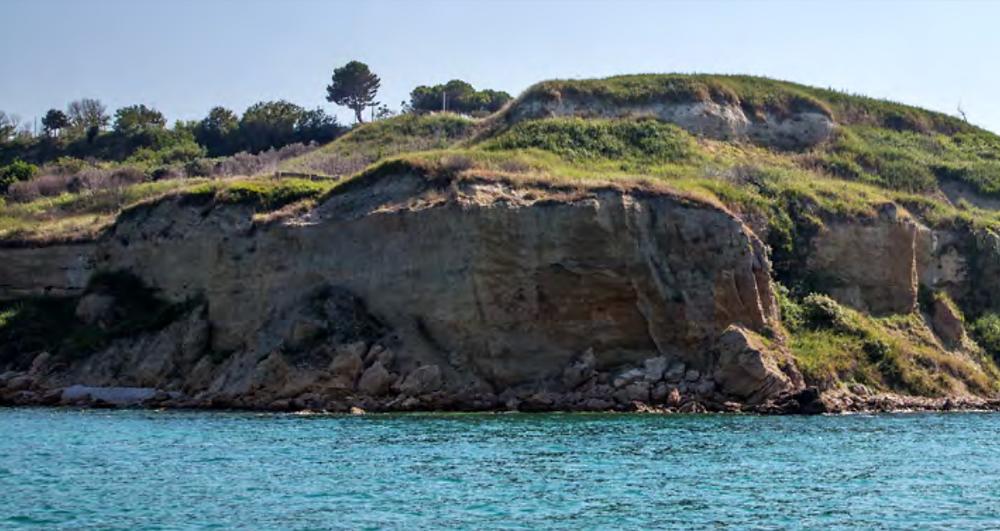 Scogliera di Punta Ferruccio, nella Riserva Naturale Regionale Ripari di Giobbe. Foto F. di Fabrizio