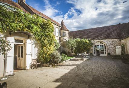 Maison Crème Anglaise Courtyard
