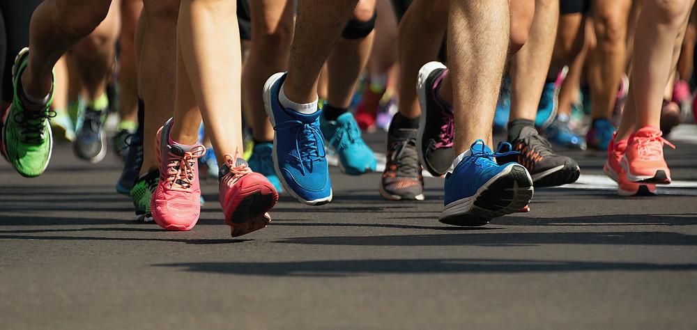 מיתוסים לגבי ריצה. אז מה אתם הרצים חושבים הן הסיבות לפציעות שלכם ומה המחקר אומר לנו בעצם ? יישור קו קטן בין אמונותינו כרצים לגוף הידע המחקרי שנצבר במהלך השנים. ריצה היא אחת מענפי הספורט החובבני הכי נפוצים כיום בעולם