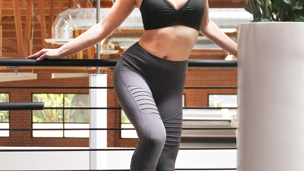Athletique Low-Waisted Ribbed Leggings With Hidden Pocket and Mesh Panels - Grey