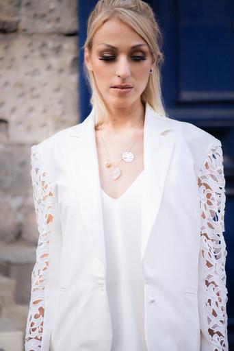 Robe Claude avec la veste Louise, collier Anna Shelley