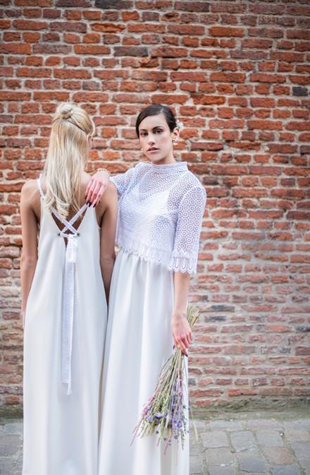A gauche robe Claude et à droite robe Florence et gilet Joan