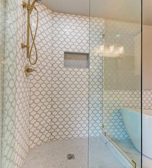 Mesta 21 Upstairs Bath 1.2.jpg