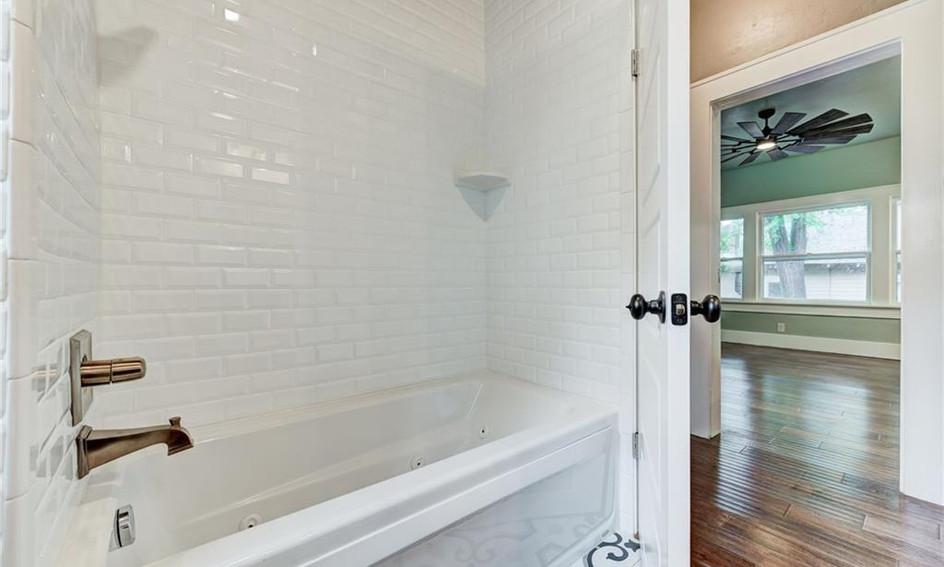 Paseo Bathtub Tile.jpg