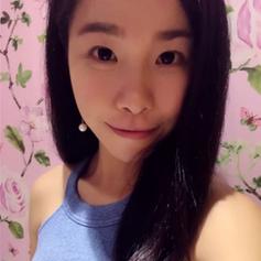 Blogger Kira