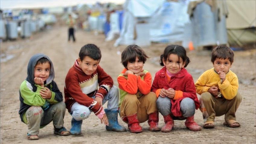 5 niños refugiados