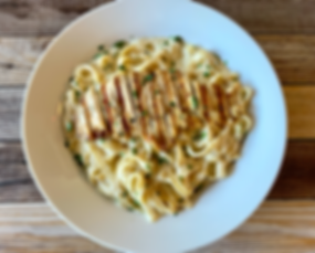 fettuccine%20alfredo%20with%20chicken_edited.png