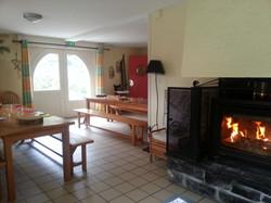 Coin cheminée et salle à manger