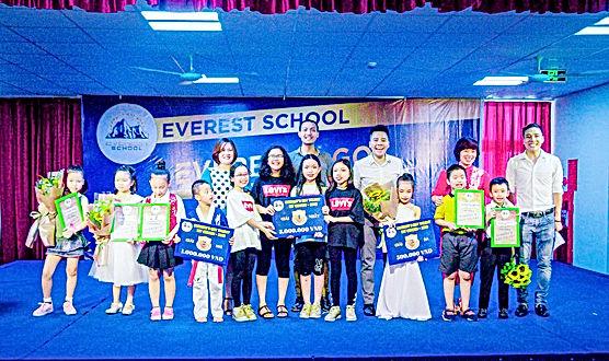 Các học sinh được giải trong cuộc thi Ev