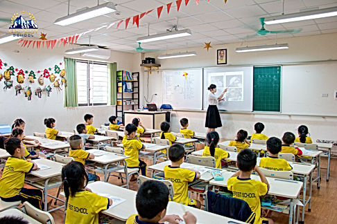 Lớp học 4.jpg