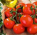 Tomate auf Tisch.jpg