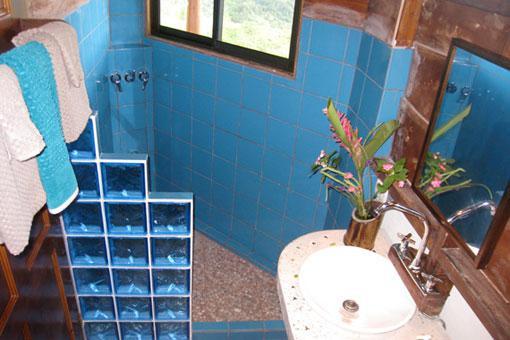 butterfly-suite-bathroom.jpg