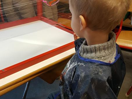 Activité peinture en 2e maternelle