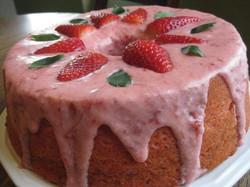Strawberry Delight Cake