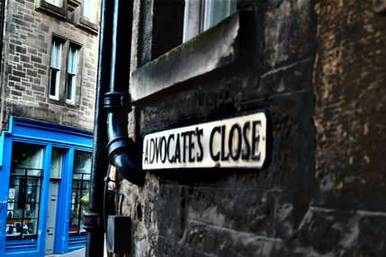 Advocate's Close exit onto Cockburn Street