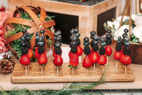 finger food table decor