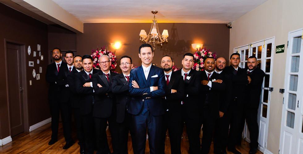foto do noivo com os padrinhos