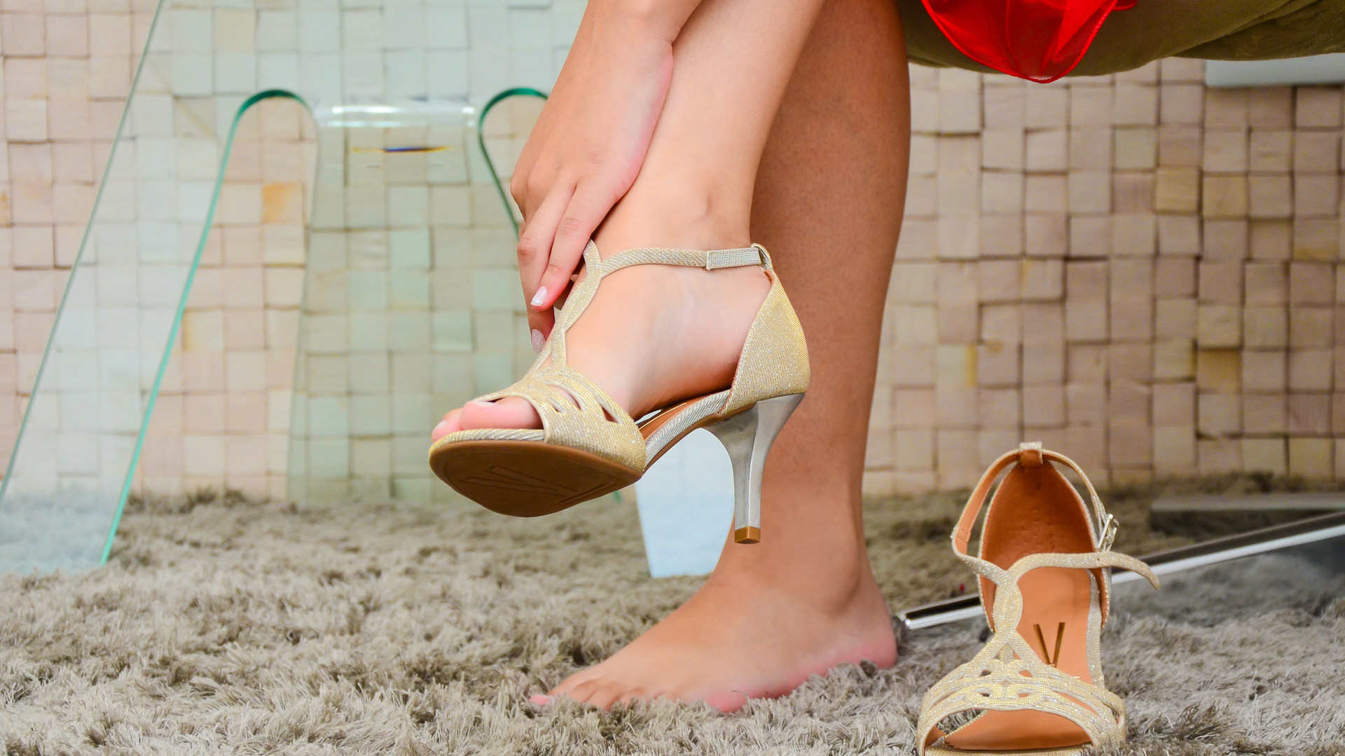 debutante colocando sapato