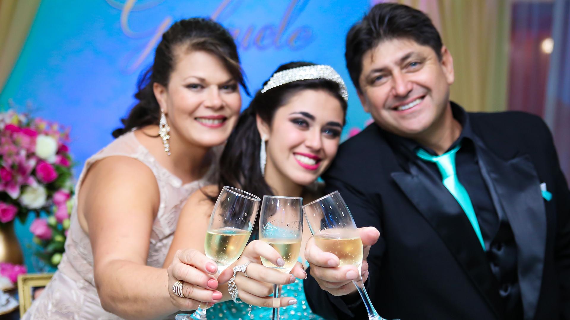 brinde com os pais da debutante