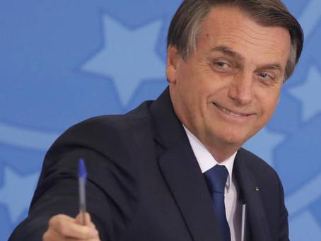 Bolsonaro sanciona Lei que criminaliza a calúnia com finalidade eleitoral.