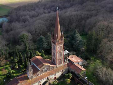 Survol de l'abbaye de Tarasteix