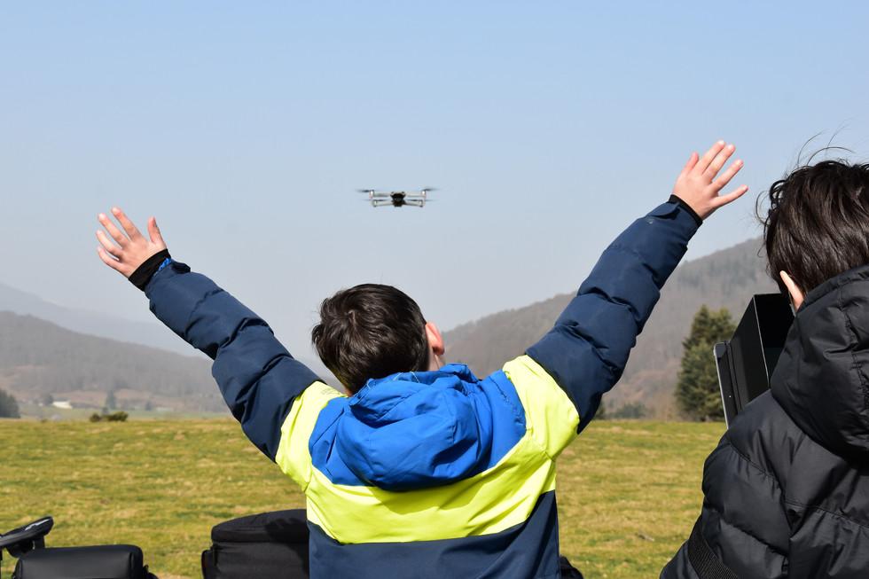 Séance de découverte du pilotage de drones à Payolle - Dronespace 3