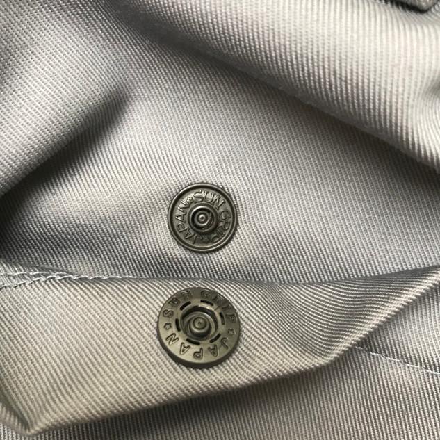 Back_Right_Pocket_Hidden_Button_Sun_Grip