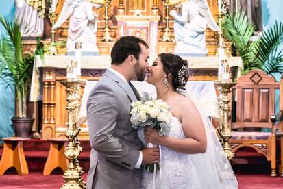 Las Cruces Wedding Kiss Omaira and Daniel