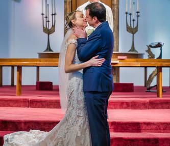 Amanda and Jono Wedding Kiss