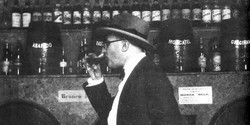 fernando-pessoa-bebiendo