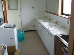 二階北に洗面所と洗濯機