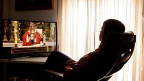 Como os fiéis devem se comportar ao seguir as missas de casa?