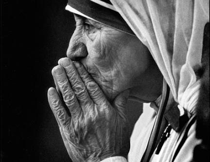 Santa Teresa de Calcutá: um doce sorriso ao Amor