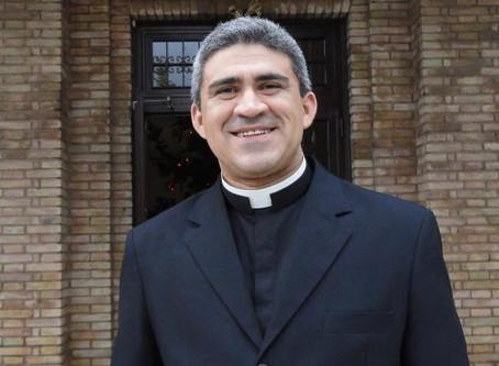 Padre Fábio de Abreu lançará livro sobre suas memórias