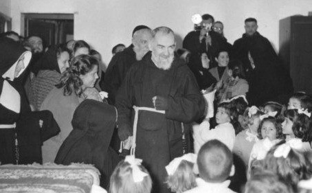 São Pio de Pietrelcina, um exemplo de contágio bom: o da santidade