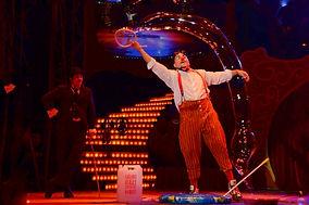 Show de bolhas de sabão gigantes, Palhaço Churumello, circo, magia, festa infantil rj, circo rosa, palhaço rosa, palhacinho,