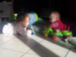 les bébés et les enfants sont acceptés dans toutes nos rencontres mensuelles et accompagnement à la parentalité