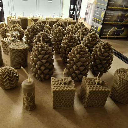 bougies-artisanales-cire-abeille.jpg
