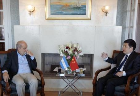 El Embajador Zou Xiaoli se reunió con el Ing. Hernán Lombardi.