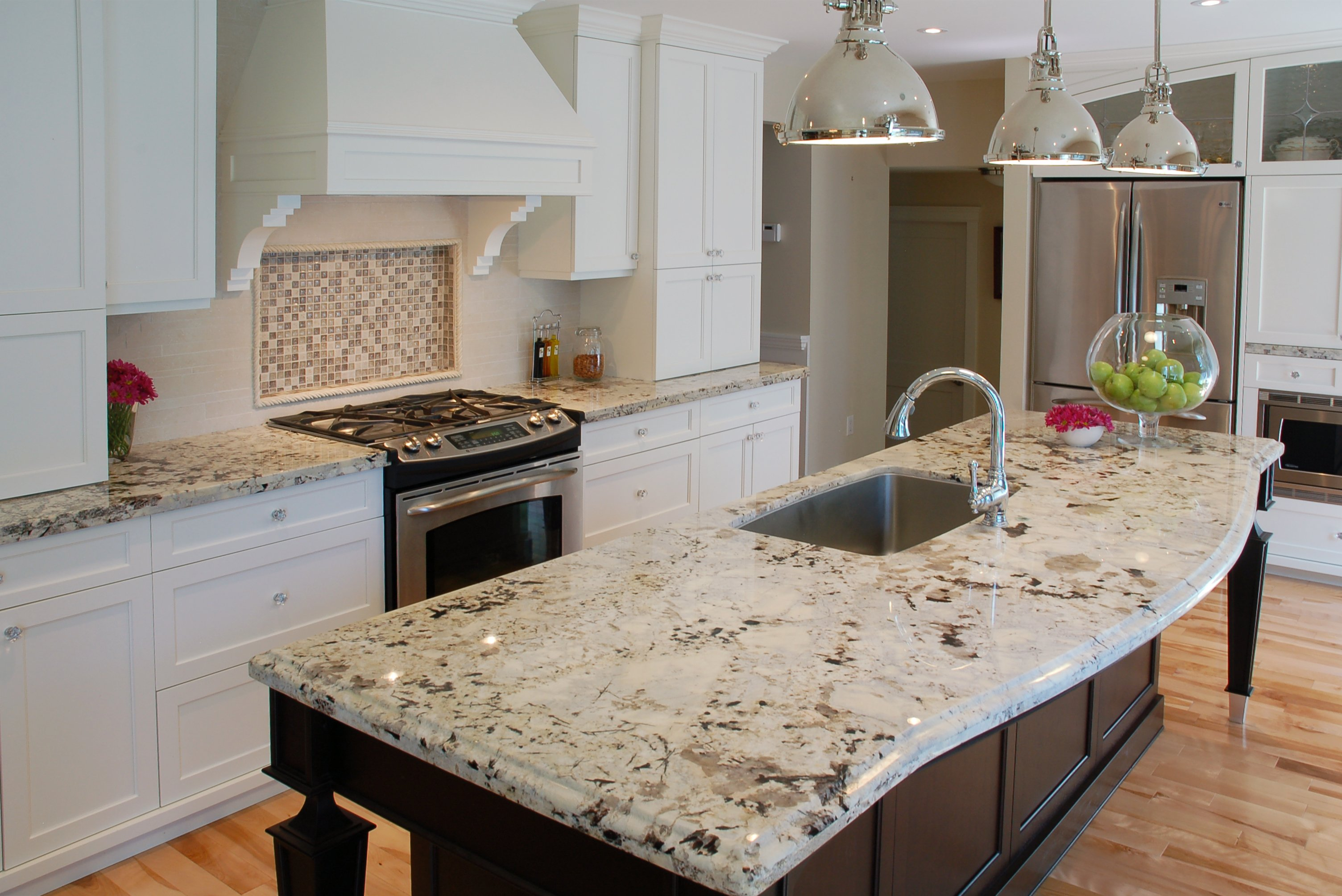 white-kitchen-cabinets-with-brown-granit